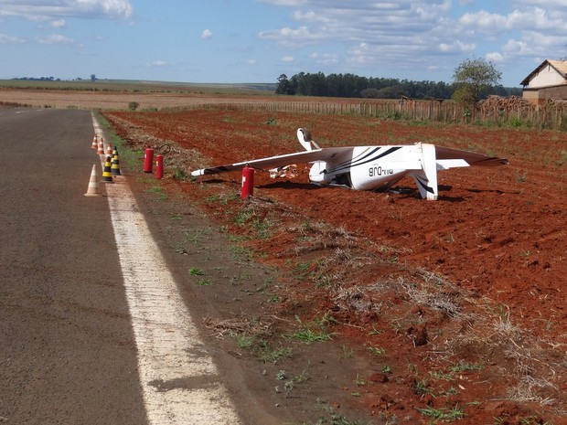 Acidente aconteceu ao lado de rodovia em Leme nesta quinta-feira (Foto: Nilton Moreira / Rádio Cultura de Leme)