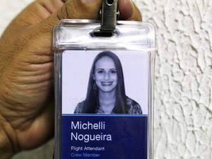 Crachá da aeromoça Michelli Nogueira foi encontrado junto ao corpo na mala (Foto: Edison Temoteo/Futura Press/Estadão Conteúdo)