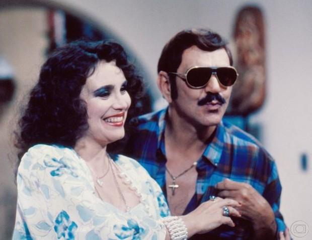 Dez anos depois de ter sido censurada às vésperas da estreia, Roque Santeiro vira fenômeno de audiência em 1985. Em cena, Regina Duarte e Lima Duarte. (Foto: Cedoc/ TV Globo)
