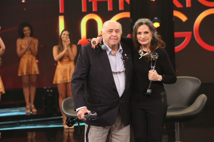 Mauro Mendonça e Rosamaria Murtinho com seus troféus (Foto: Carol Caminha/Gshow)