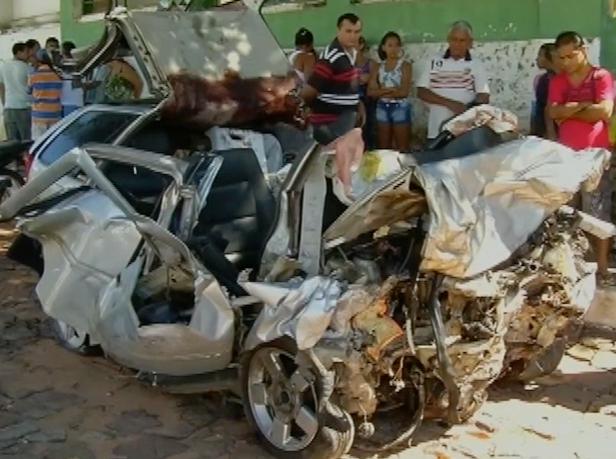 Oito pessoas morreram em acidente na CE-293 (Foto: Reprodução/ TV Verdes Mares)