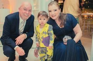 Os pais da atriz com o filho dela, o Dom (Foto: Arquivo Pessoal)