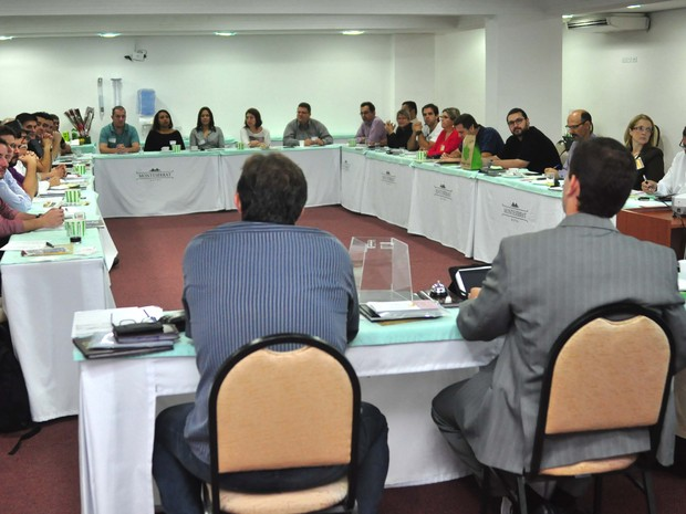 Reunião entre empresários que integram grupo em Santos, SP (Foto: Divulgação/ E5)