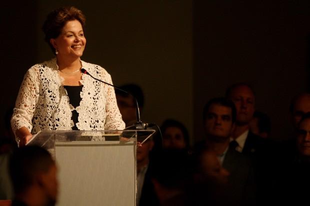 ~A presidente Dilma Rousseff discursa durante a Convenção Nacional do PMDB, realizada neste sábado em Brasília (DF) (Foto: Beto Barata/Estadão Conteúdo)