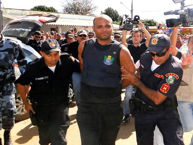 Evanderly foi levado para a Delegacia onde deverá contar a versão dele sobre o crime (Foto: Assessoria/ Polícia Civil - MT)