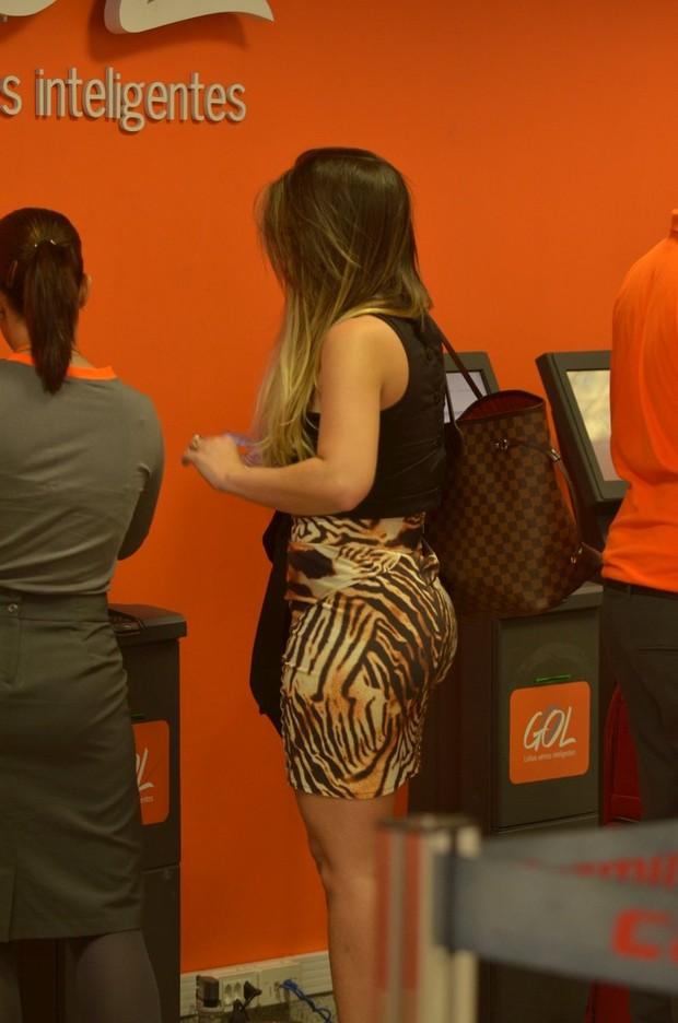 Anamara no aeroporto (Foto: William Oda/Fotorio News)