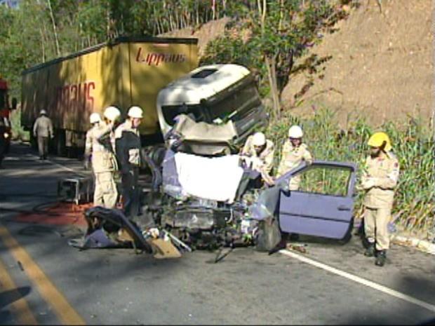 Acidente mata um e deixa dois feridos no ES (Foto: Reprodução/TV Gazeta)