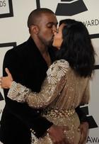 Kim Kardashian leva apalpada de Kanye West no Grammy 2015