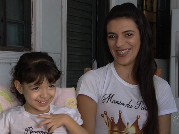 Mãe faz campanha na internet para conseguir cirurgia para filha Anna Júlia Goiânia Goiás (Foto: Reprodução/TV Anhanguera)
