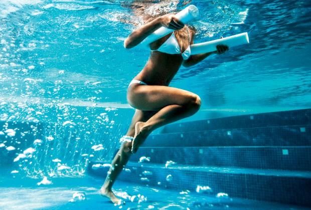 Academia na água: Conheça os esportes aquáticos que vão ajudá-la a perder peso e definir o corpo