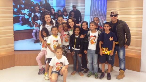 Laine Valgas recebeu e conversou com os alunos (Foto: Marina Cidade/RBS TV)