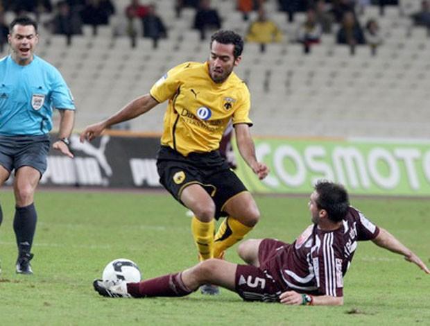 Roger Guerreiro no AEK Atenas (Foto: Reprodução / Site Oficial)