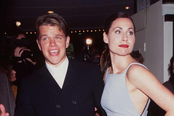 Em 1997, tudo parecia bem para o casal Matt Damon e Minnie Driver quando, em uma entrevista no programa da Oprah, o ator negou ter uma namorada. Minnie ficou sabendo que o relacionamento tinha acabado no mesmo momento que milhares de espectadores,  (Foto: Getty Images)