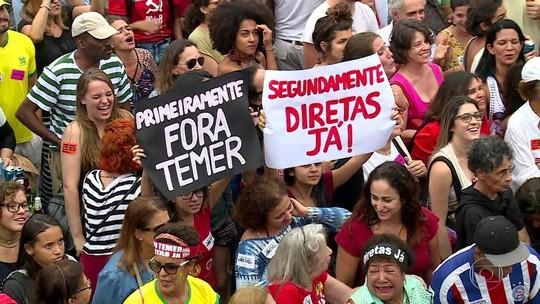Manifestantes fazem ato pela saída de Temer em Copacabana
