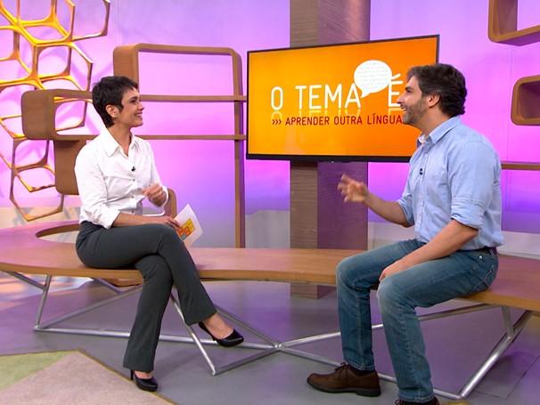 Sandra Annenberg conversa com especilista sobre segunda língua (Foto: Globo)