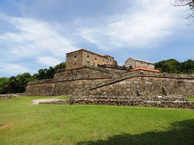 Fortaleza de São José da Ponta Grossa foi construída de pedras, cal, conchas e areia (Foto: Valéria Martins/G1)