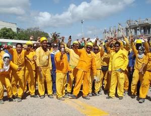 Operários da Arena das Dunas, em Natal, paralisaram a obra (Foto: Rafael Barbosa/GLOBOESPORTE.COM)