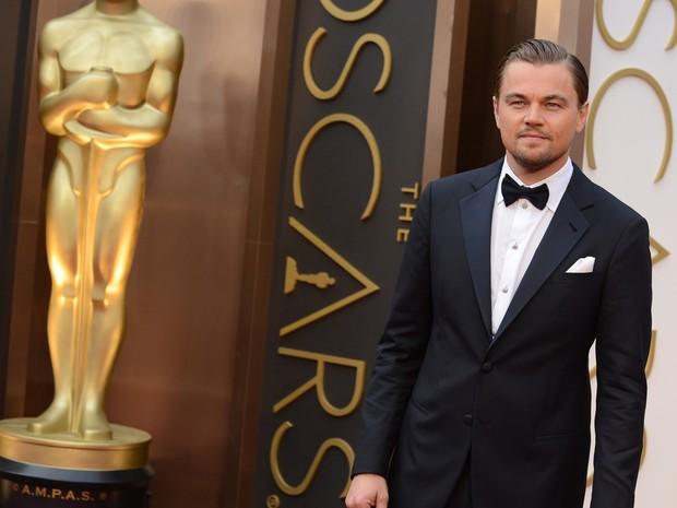 Leonardo DiCaprio, indicado a melhor ator por 'O lobo de Wall Street', chega ao Oscar 2014 (Foto: Jordan Strauss/Invision/AP)