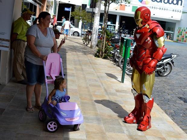 Homem de Ferro, Alexandre Soares, São Loureço, Dia das Crianças (Foto: Rogério Brasil)