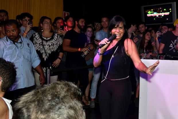 Gretchen anima público da The Week, no Rio de Janeiro (Foto: Roberto Teixeira / EGO)