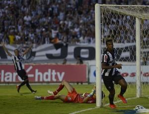 Jô atacante do Atlético-MG (Foto: Douglas Magno)