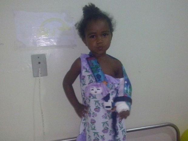 Menina aguarda por cirurgia há 22 dias na Bahia (Foto: Blog Marcos Frahm)