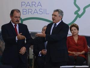 """A presidente Dilma Rousseff e os ministros Aloizio Mercadante (Educação) e Alexandre Padilha (Saúde) , em lançamento do """"Mais Médicos"""" (Foto: Fabio Rodrigues Pozzebom/ABr)"""