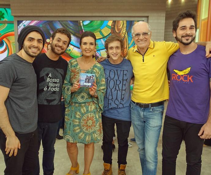 Os meninos da banda Jamz com a Fátima e o ator Marcos Caruso (Foto: Carolina Morgado/Gshow)