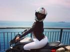 Ariadna empina bumbum durante viagem à Costa Amalfitana