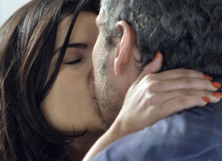 Tóia beija Romero em despedida