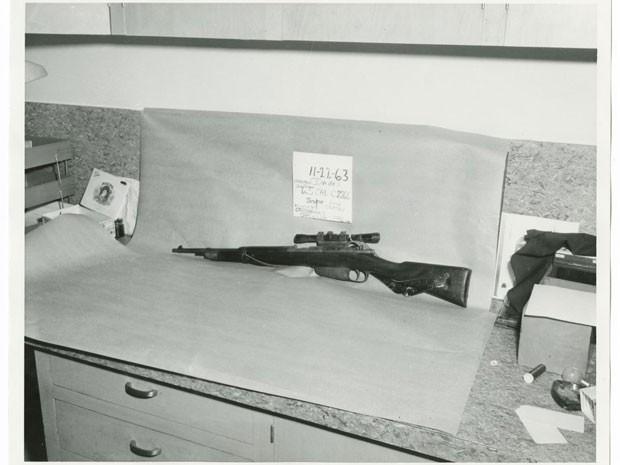 O rifle de Lee Harvey Oswald, que segundo a polícia foi usado para matar John F. Kennedy, em foto de arquivo da Polícia de Dallas (Foto: Dallas Police Department/Dallas Municipal Archives/University of North Texas/Reuters)