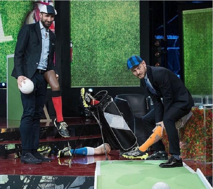 """BLOG: Ruim de taco! Chiellini joga """"golfe"""" com pernas de manequim em programa"""