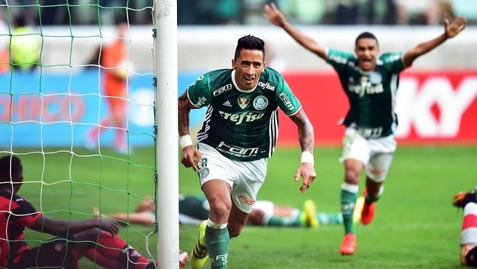Palmeiras vence o Vitória na arena e recupera a liderança do Brasileirão 567d5f0ad8bce