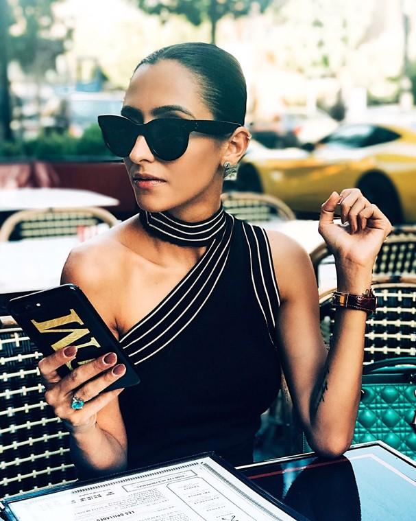 Francesca Monfrinatti veste blusa, R$ 299, Shoulder para Opte+ (Foto: Divulgação)