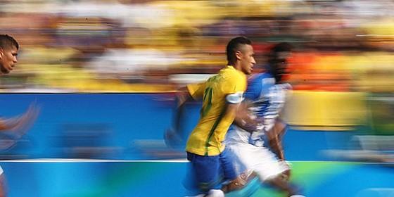 Neymar durante partida contra Honduras pela Rio 2016 (Foto:  Buda Mendes/Getty Images)