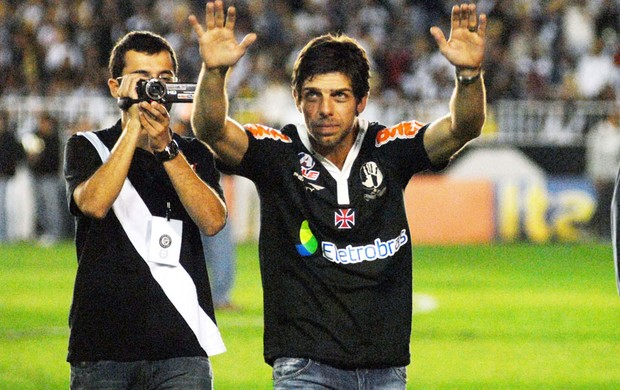 Juninho pernambucano apresentação vasco 2011 (Foto: Alexandre Durão)