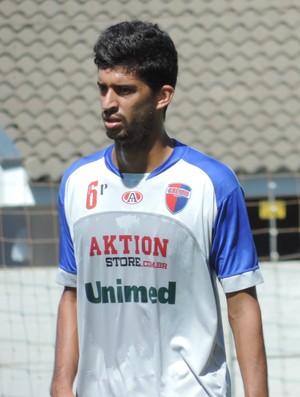 Zagueiro Augusto tem experiência no futebol (Foto: Mateus Tarifa / Globoesporte.com)