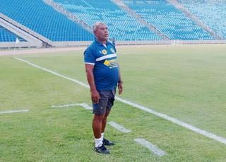 Paulo Cabrera é o treinador do Babaçu/Cefama (Foto: Afonso Diniz / GloboEsporte.com)