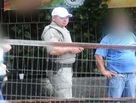 Policial é flagrado usando viaturas como carro particular no RS (Reprodução)