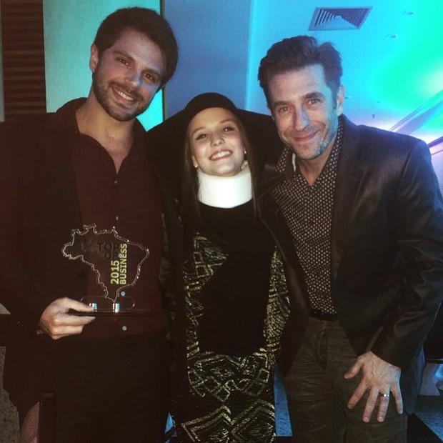 Duda Nagle, Larissa Manoela e Alexandre Barros em prêmio em São Paulo (Foto: Instagram/ Reprodução)