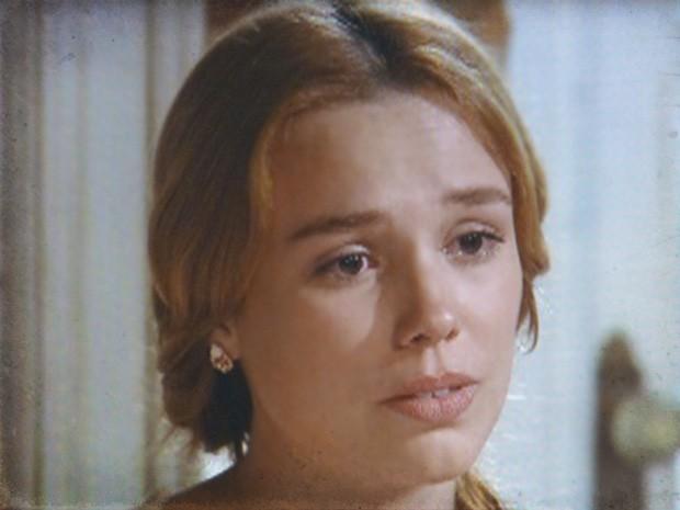 Alice fica triste ao ouvir o conselho do padre Olegário (Foto: Lado a Lado / TV Globo)