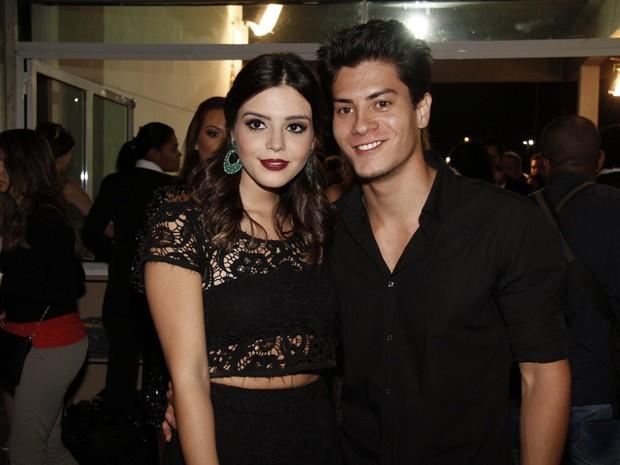 Giovanna Lancellotti e Arthur Aguiar no Prêmio Multishow (Foto: Isac Luz / EGO)