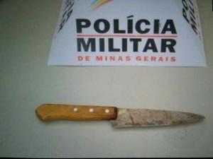 Vizinha impede jovem em MG de ver ex-namorada e morre esfaqueada  (Foto: PMMG/Divulgação)
