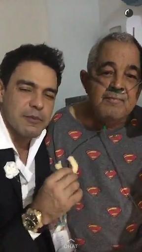 Zezé Di Camargo e o pai, Seu Francisco (Foto: Snapchat / Reprodução)