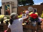 Fãs visitam túmulo de Domingos Montagner neste feriado de Finados