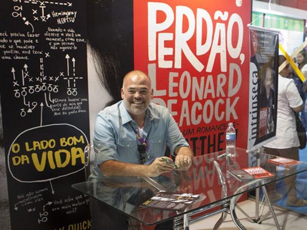 Autor de 'O lado bom da vida' e 'Perdão, Leonard Peacock', o americano Matthew Quick participa de sessão de autógrafos na Bienal do Livro do Rio 2013, neste sábado (31) (Foto: Gabriela Cabrera/Divulgação/Editora Intrínseca)