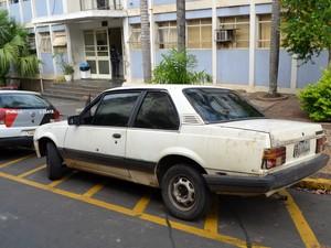 Carro dos suspeitos foi apreendido por PM em Piracicaba (Foto: Fernanda Zanetti/G1)