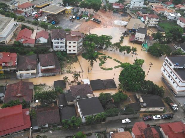 Chuva  desta terça-feira (17) provoca alagamentos em Rio Bananal, Norte do ES. (Foto: Bernardo Coutinho/ A Gazeta)