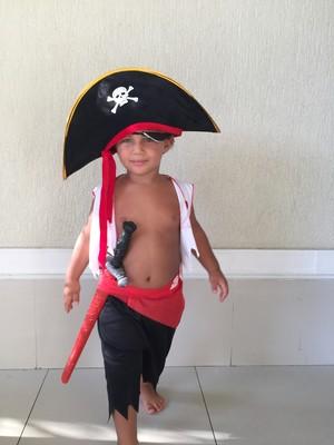 Benjamin fantasiado de pirata (Foto: Arquivo Pessoal)