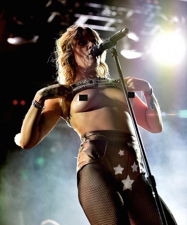 A cantora Tove Lo em show no festival de Coachella na Califórnia (Foto: Getty Images)